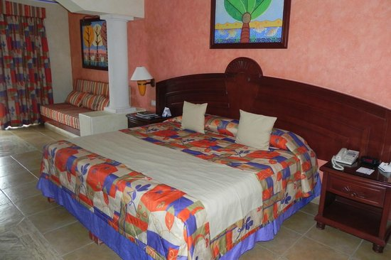Grand Bahia Principe Coba:                   clean and comfy room