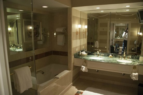 The Venetian Las Vegas: Amazing Bathroom With Dual Sinks, Shower And Sunken  Tub