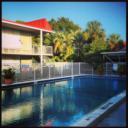 Clarion Inn: The pool