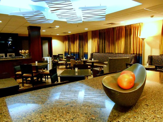 Hampton Inn Fishkill: lobby
