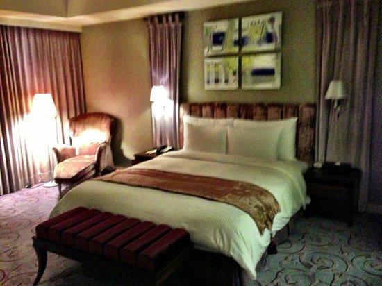 Grand Victoria Hotel:                   Deluxe Room