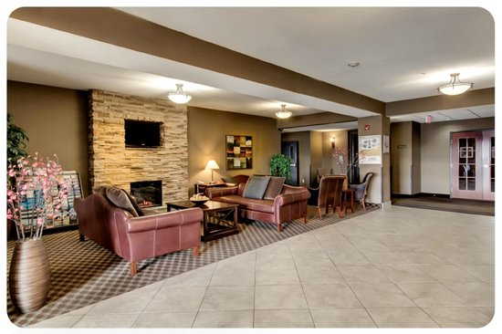 Comfort Inn & Suites Airdrie: Hotel Lobby
