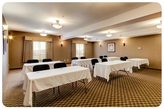Comfort Inn & Suites Airdrie: Meeting Room: Accomodates up to 50 guests theatre style.