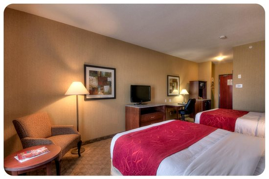 Comfort Inn & Suites Airdrie : Traditional Room with two Queen Beds