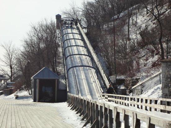 Terrasse Dufferin :                   Ice slide