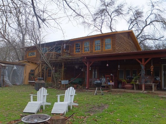 Riverwood Retreat & Tin Can Tourist Court:                                     Fire pits, BBQ, hammock... choose your relaxation