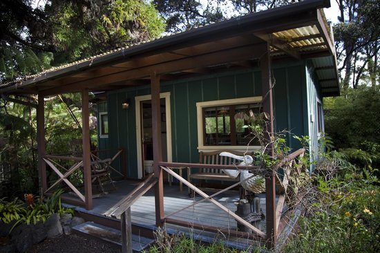 Volcano Country Cottages:                   one bedroom studio Ohelo Berry Cottage