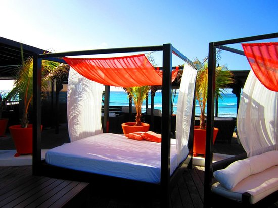 Silver Point Hotel:                   Day Beds