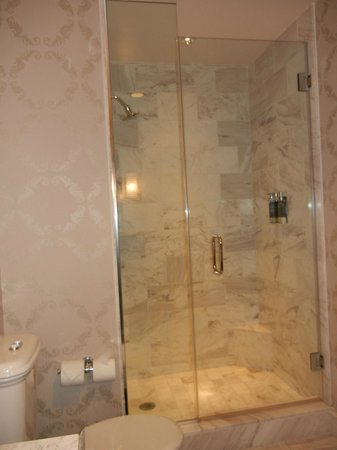 The Nines, a Luxury Collection Hotel, Portland: Shower Stall