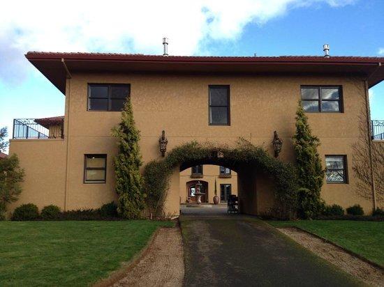 Black Walnut Inn & Vineyard:                   Hotel Entrance