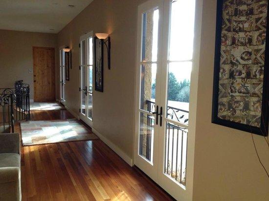 Black Walnut Inn & Vineyard:                   2nd floor hallway
