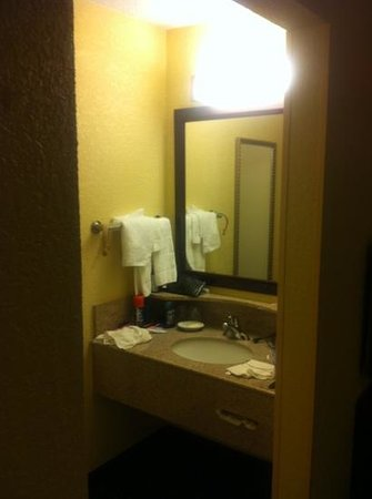 SpringHill Suites Dayton South/Miamisburg: sink located outside washroom