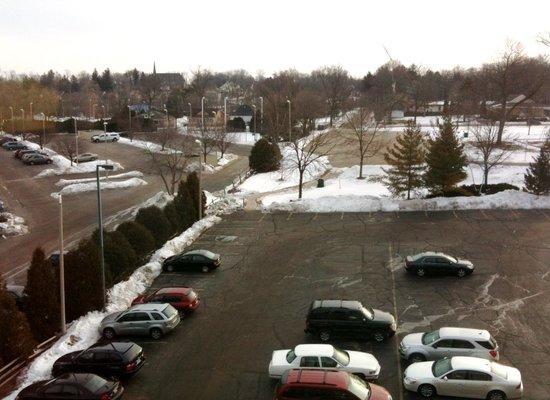 هاربر شورز أون ليك جنيف:                   View from our room 517 (non-balcony view)                 