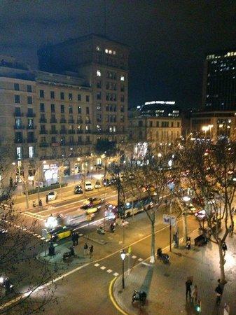 Il Passeig de Gracia dalle finestre dell'Hotel Actual