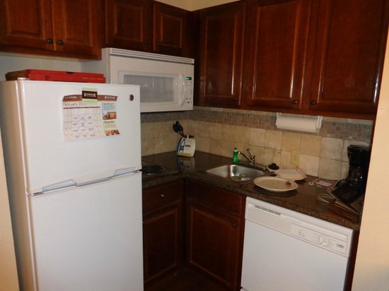 Staybridge Suites Wichita :                   Little kitchen