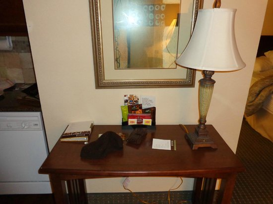 Staybridge Suites Wichita:                   Desk