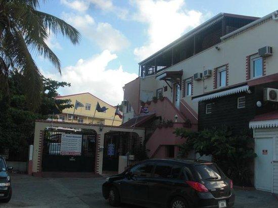Hotel Domotel:                                     entrée de l'hotel