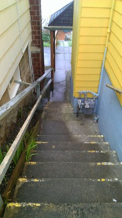 The Edgecliff Motel:                                     stairs to room