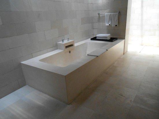 bvilla + Seaside:                   Lovely spacious bathrooms