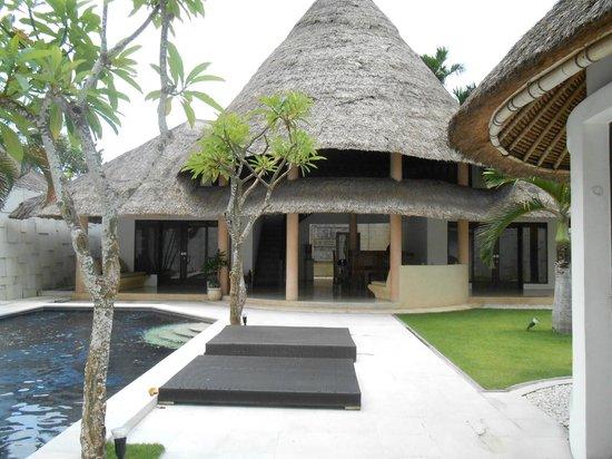 bvilla + Seaside:                   3 bedroom villas