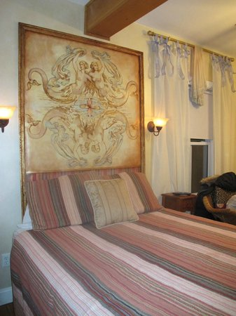 Mermaid Inn of Mystic:                   Charming room