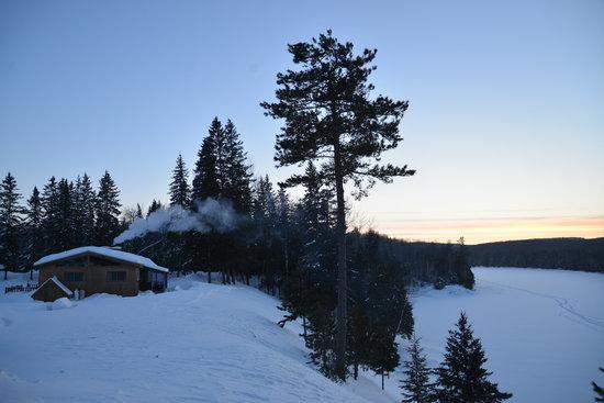 Club Gatineau : Magnifique coucher de soleil hivernal à la pourvoirie