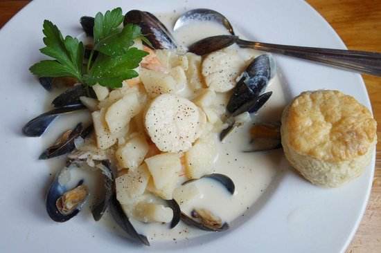 The Fo'c'sle: house seafood chowder - exceptional!
