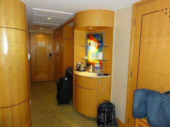 Makati Shangri-La Manila: Deluxe Room11