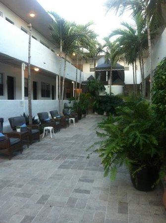 Hotel18:                                     cortile