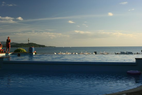 Twin Bay Resort:                   Pool