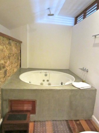 Casa del Horno : Jacuzzi in Penthouse Upstairs Bath