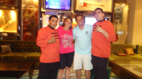 Hard Rock Hotel Cancun:                   Con nuestros amigos Angel y Evelio