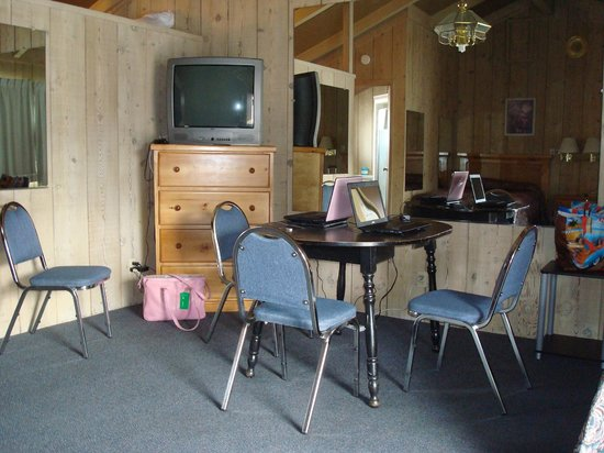 Bristlecone Manor Motel: TV and table in Room 15.