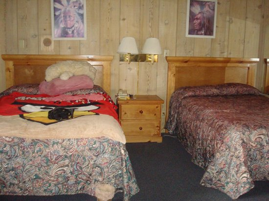 Bristlecone Manor Motel: The two double beds in Room 15.