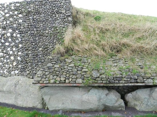 Bru na Boinne:                   Detail along the side of the mound.  Lovely stonework.