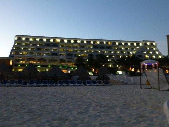 Golden Parnassus All Inclusive Resort & Spa Cancun:                   Golden Parnassus at night