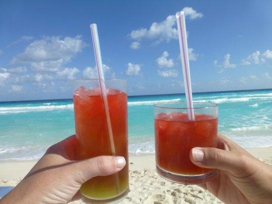 Golden Parnassus All Inclusive Resort & Spa Cancun:                   Cheers friend!