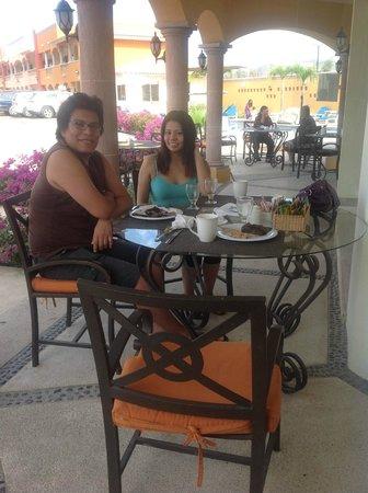 Hotel Quinta Del Sol:                   nuevamente en el comedor esta vez domingo de bufete