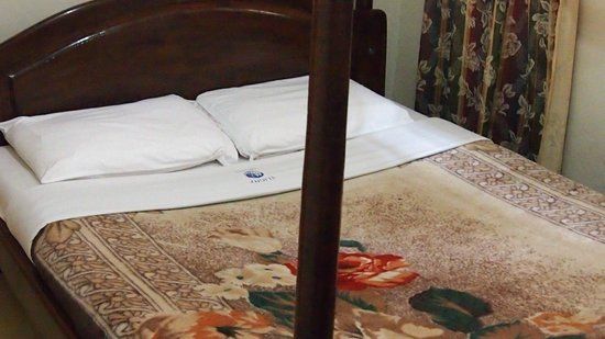 Entebbe Flight Motel: Bett