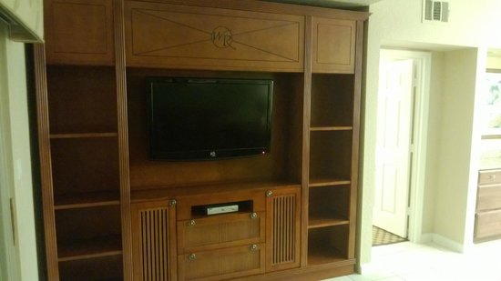 Westgate Town Center Resort & Spa:                   living room, entertainment center