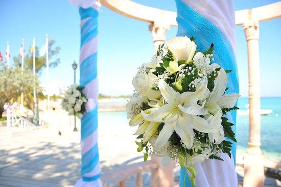 Jewel Dunn's River Beach Resort & Spa, Ocho Rios,Curio Collection by Hilton:                   Flowers