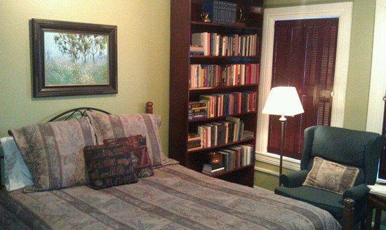 Seasons at the Riter Mansion: The Library Room