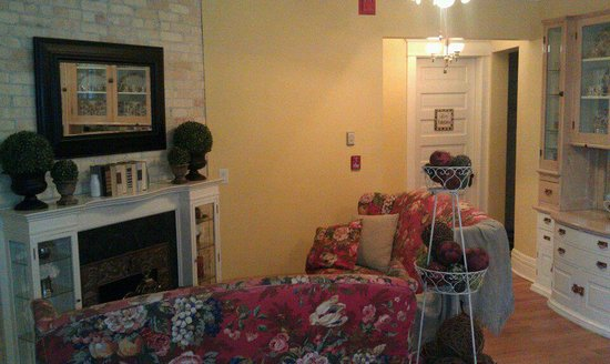 Seasons at the Riter Mansion: Cosy mainfloor sitting area