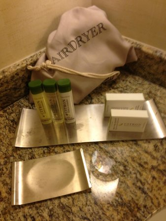 DoubleTree by Hilton - Washington DC - Crystal City: Soap, lotion, Shampoo, Bath soap and Face Soap.