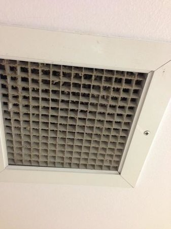 Buena Vista Hotel & Conference Center:                                     dirty vent in bathroom