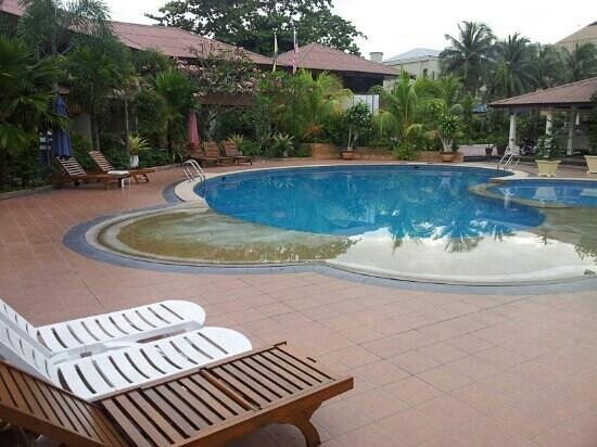 Pangkor Sandy Beach Resort:                   poolside