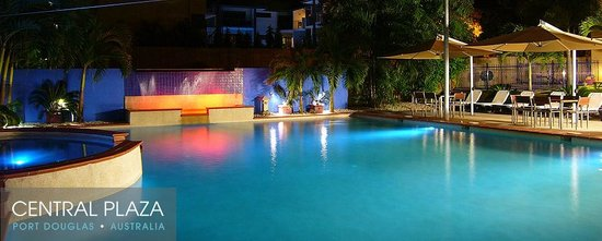 Central Plaza Port Douglas: Pool by night