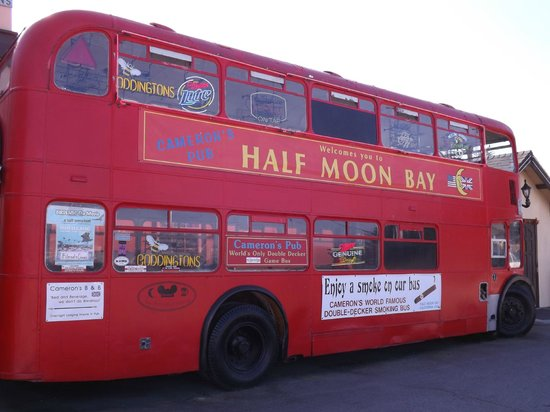 Cameron's Restaurant & Inn: Double Decker English Bus for the Smokers