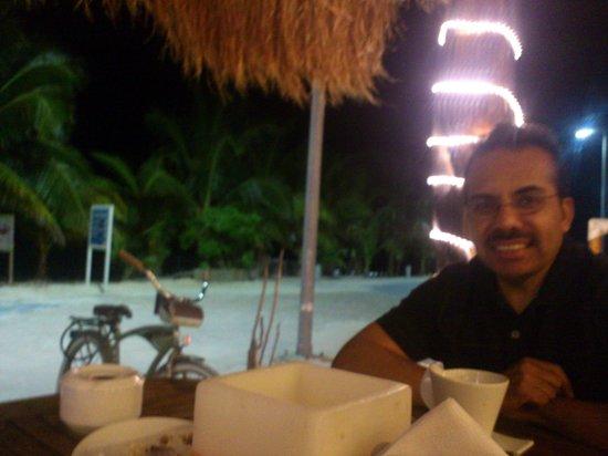 كوكس كينتو سولى بوتيك هوتل:                   Cenando deliciosos platillos en restaurante de hotel                 