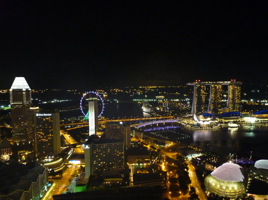 Swissotel The Stamford: Night view from Swissotel Stamford Room 6251